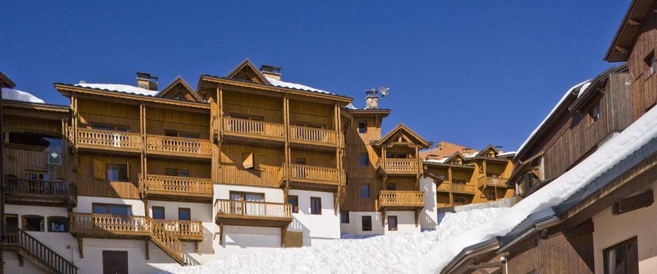 montagnettes-hameau-du-soleil-wintersport-exterieur.jpg