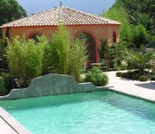 swimming pool and jacuzzi-220x190.jpg