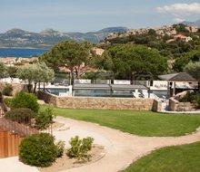 jardin escalier piscine-la-villa-220x190.jpg