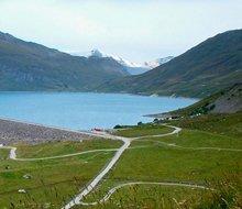 autovakantie-alpen-bergen-route-des-grandes-alpes-stuwmeer-220x190.jpg